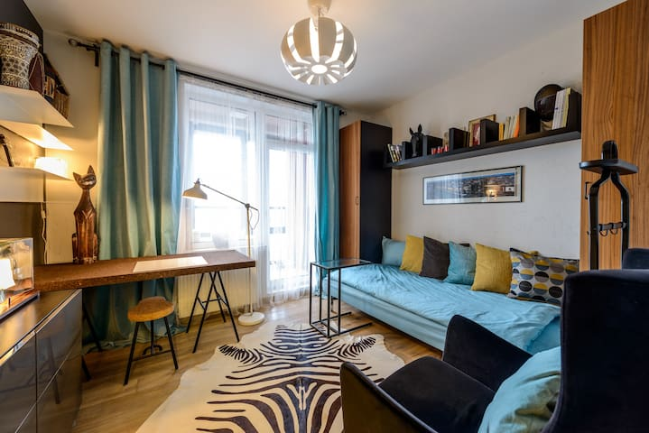 B&B for two in superb apartment in the center