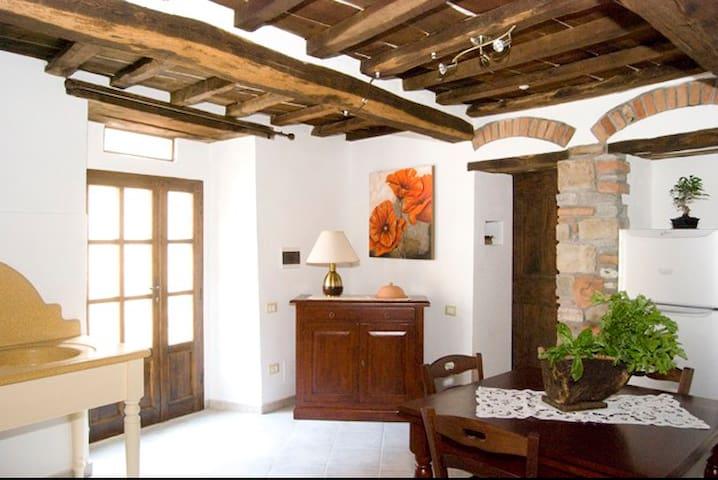 Appartamento in centro storico - Sassetta - Leilighet