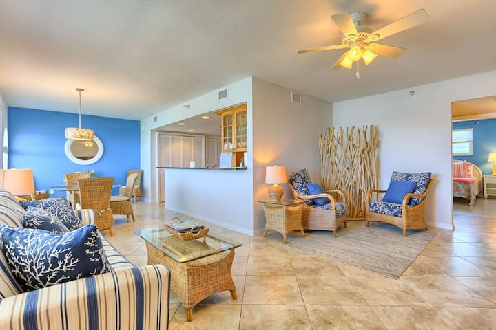 Waterfront, New Furniture, Great Kitchen, W/D,Free Wi-Fi, Cable & Phone, Beach Chairs – 502 Dockside