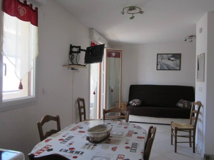 Spatieux studio 32m² 4 pers. en plein coeur du village
