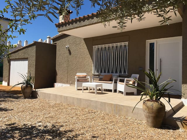 VILLA in front of the sea + SWIMMING POOL + WIFI - Alcossebre - Xalet