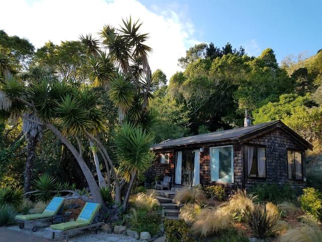 Romantic Creekside Cottage