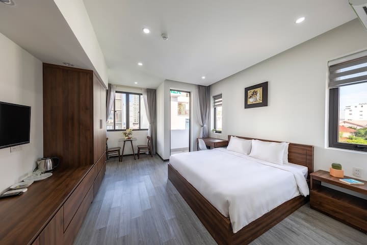 Bespoke Balcony Home - Your Bespoke Getaway