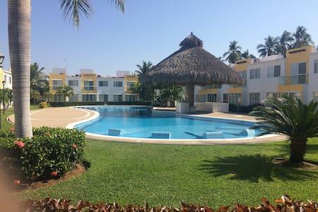 Acapulco Diamante, Terrarium para 8 personas - House