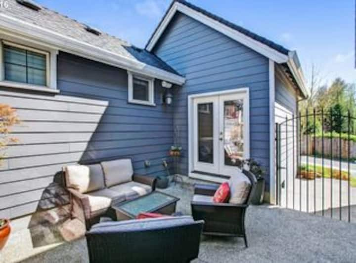 Separate Master Suite Cottage & private entrance