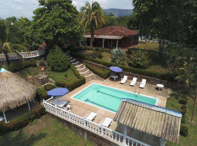 Beautiful house 2km from Carmen de Apicalá