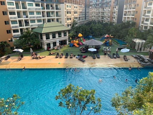 Laguna beach Resort 2, 泳池公寓,房间正对泳池,美景之屋,可以做饭。