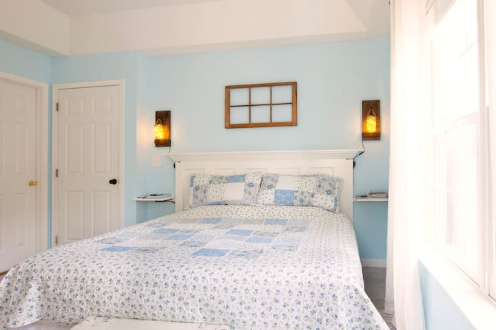 ❀Charming Southern King Suite w/Private Bath❀