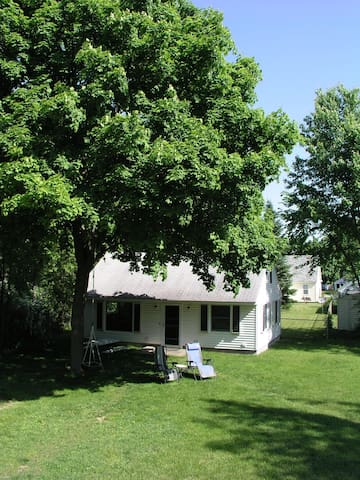Charming separate home with large yard & privacy