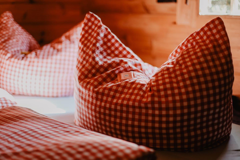 Platz für 3 in einem riesen Bett.