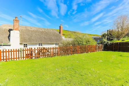CROYDE THATCH DOWN VIEW | 2 Bedrooms| Golden Sandy Beaches | Thatched Cottage
