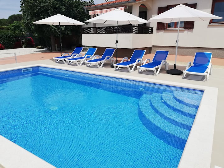 Two bedrooms 300m from beach with swimming pool