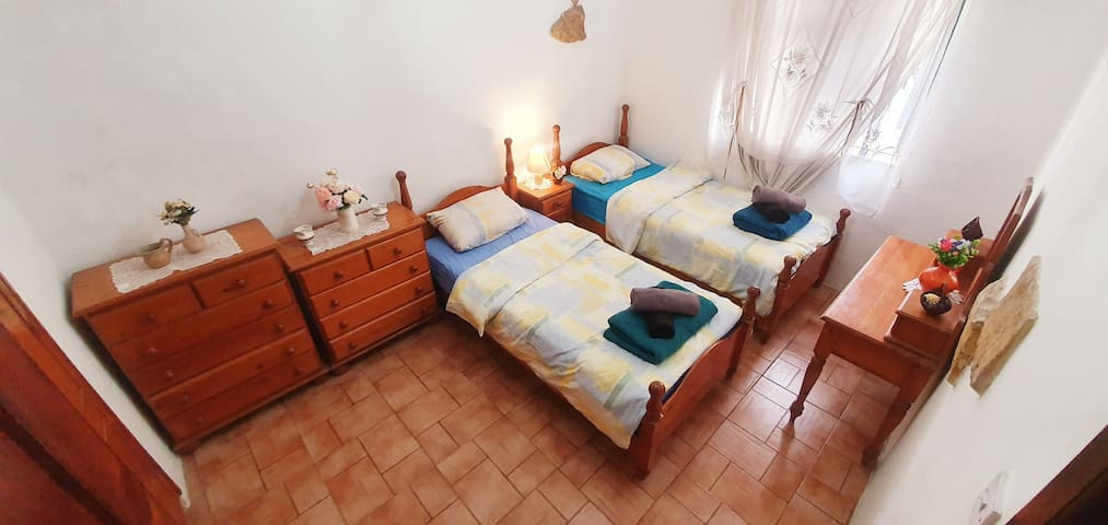Two single beds incl Wifi Pool near Bugibba Square