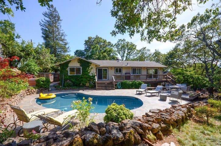 Sonoma Retreat: Pool, Hot tub, Views, relaxing!