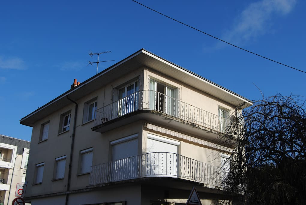 L 39 immeuble 3 chambres appt spacieux wifi hd maisons for Garage a louer orleans