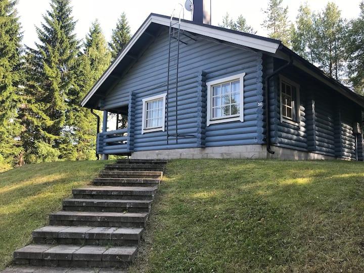 Уютный коттедж рядом с озером.