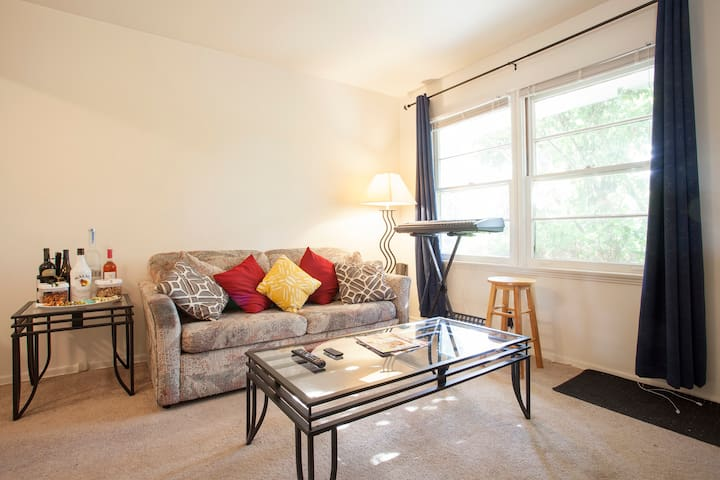 1BR apt, WiFi, Private - West Hollywood