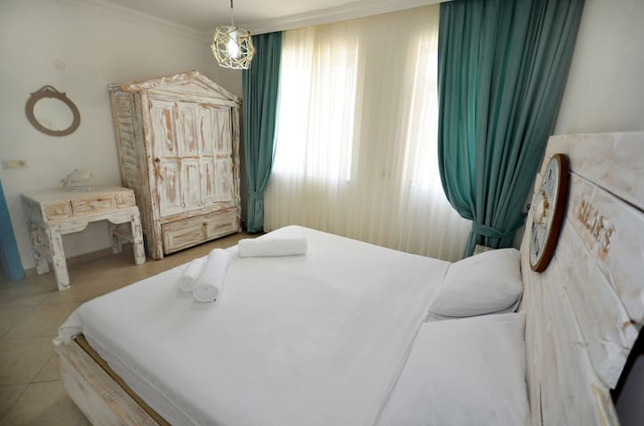 SAİLOR'S HOUSE (PUSULA)
