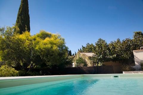 Vines Cottage Close to Sea. Private Pool/Garden.