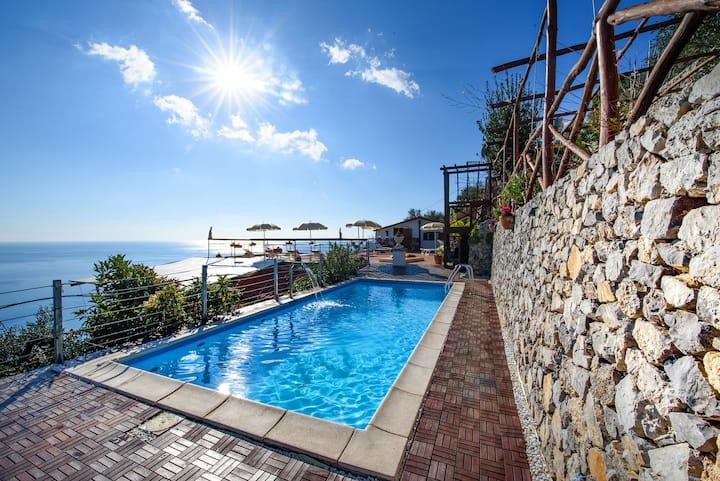 Villa Gioiello -  Sea view pool with chromotherapy