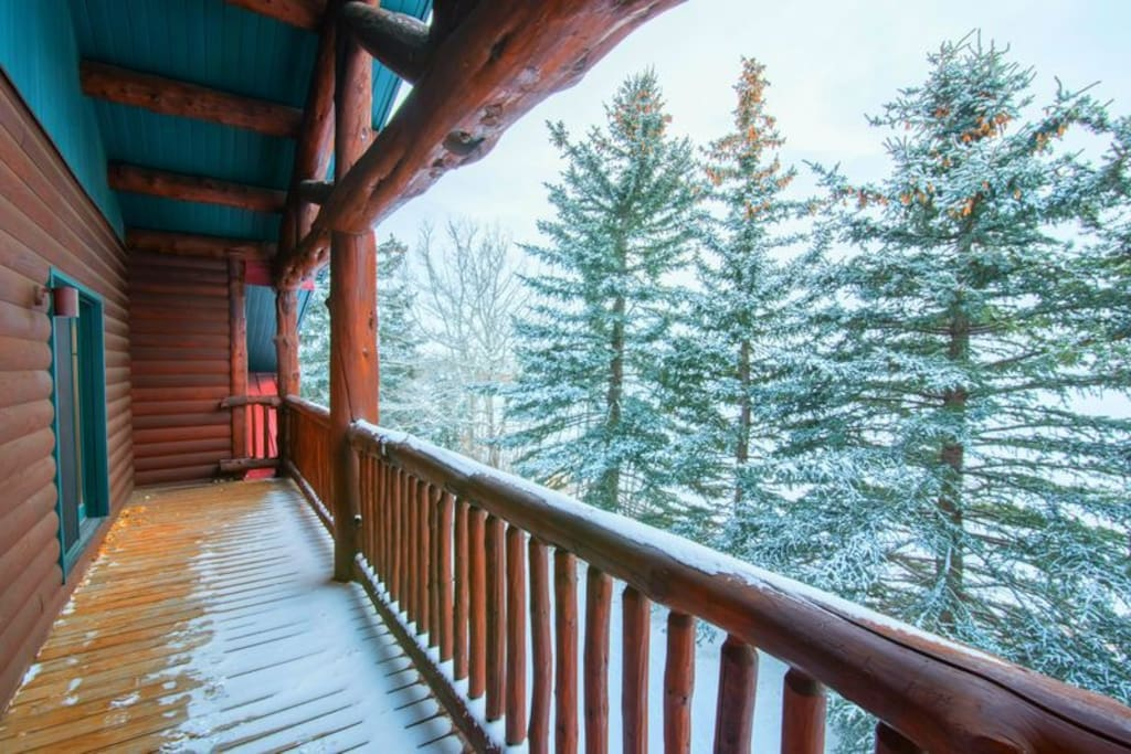 The views from the balconies are breathtaking. Whether surrounded by snow-capped pines or lush mountain views in the summer, you'll enjoy sitting out and taking in the beautiful scenery.