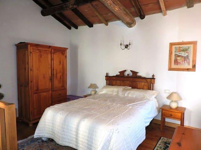 Casa Castagno, Tuscan Getaway with Beautiful Views - Bagni di Lucca - Huis