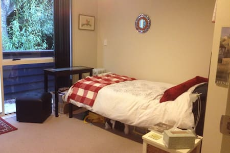 Single room with ensuite bathroom - Auckland