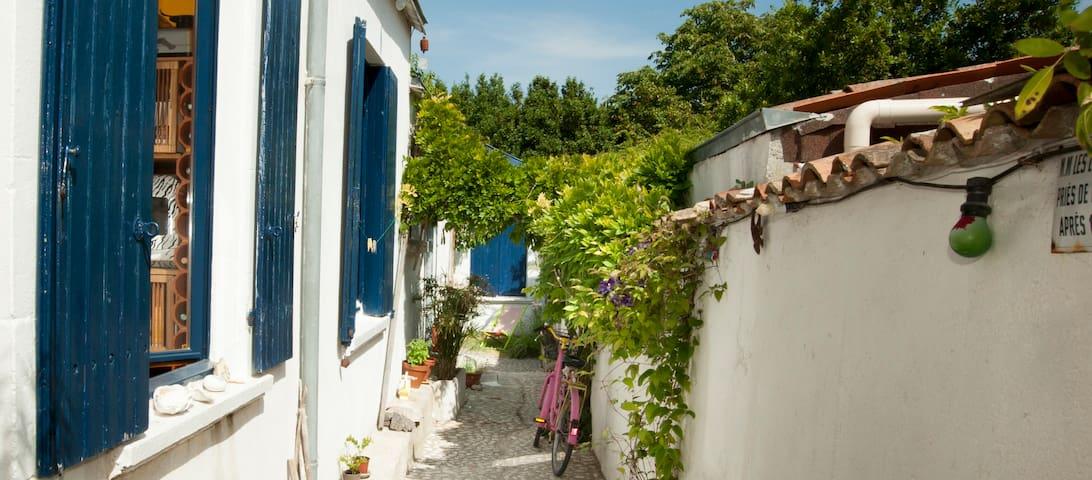 Chambre indépendante dans maison d'artistes - La Rochelle