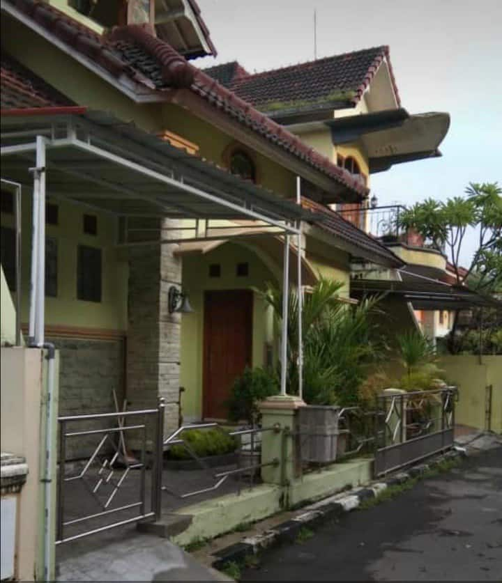Cozy villa haqi in jogja