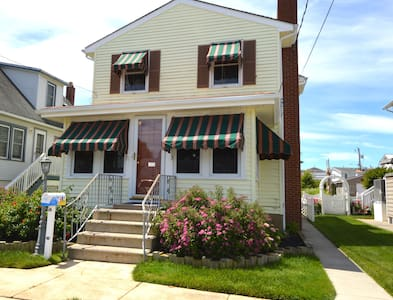 Spacious 4-bedroom home near downtown Stone Harbor - Stone Harbor