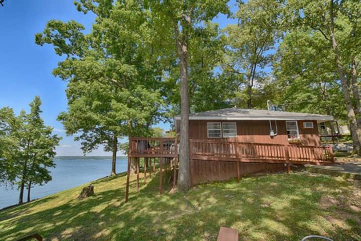 Waterfront Kentucky Lake Cottage 2