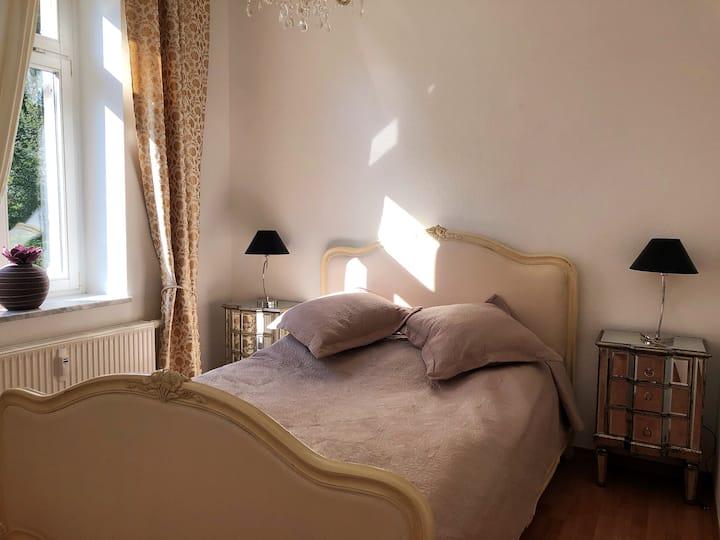 Mit Herz und Liebe ausgestattete 2-Zimmer Wohnung
