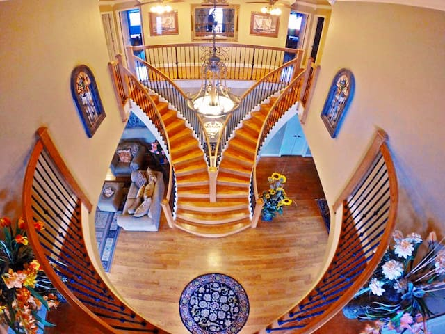 Sam's Mansion -  Rainbow One Bedroom Suite $195 - Bentonville - Villa