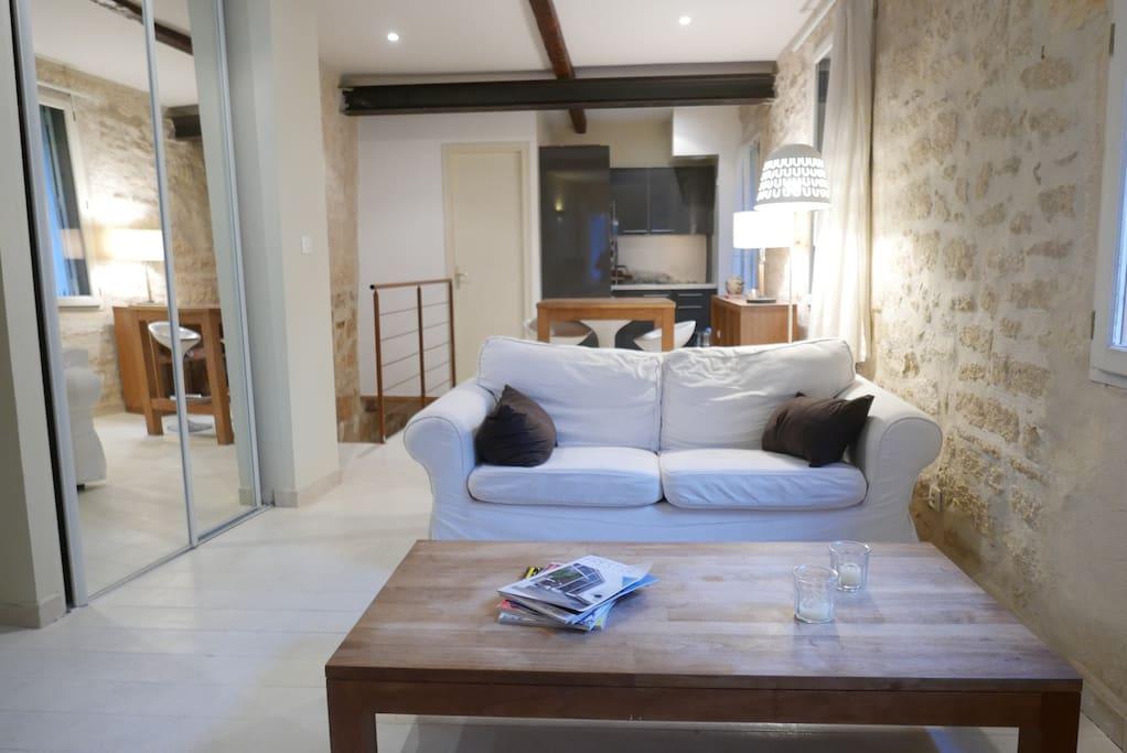 appartement atypique dans l 39 ecusson lofts louer montpellier occitanie france. Black Bedroom Furniture Sets. Home Design Ideas