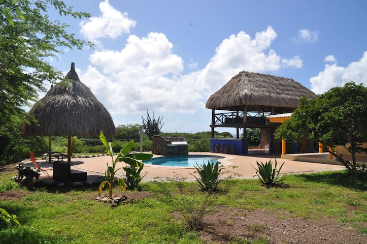 Cozy double room on spacious property with pool - Curaçao - House
