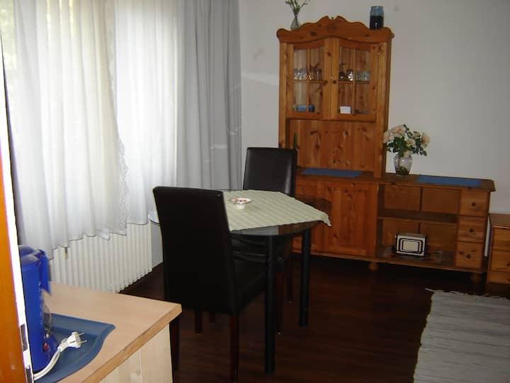 Einzelzimmer mit Teeküche und Kühlschrank
