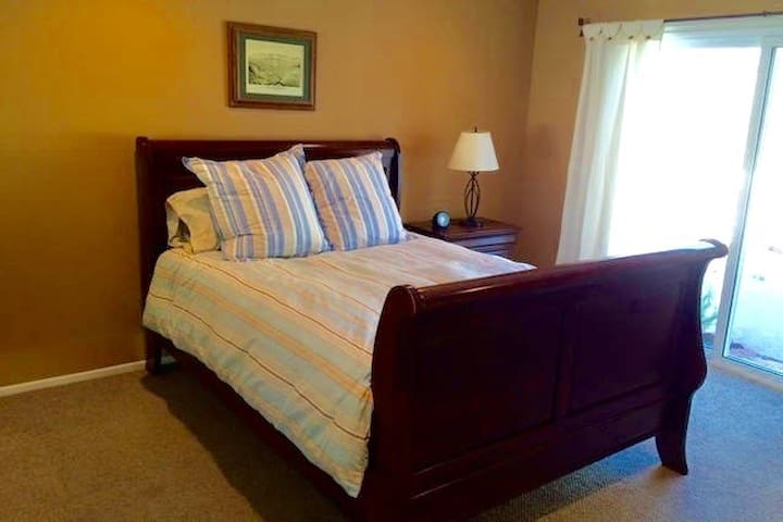 Queen bed, pool, near UCSB, beaches - Goleta - Maison