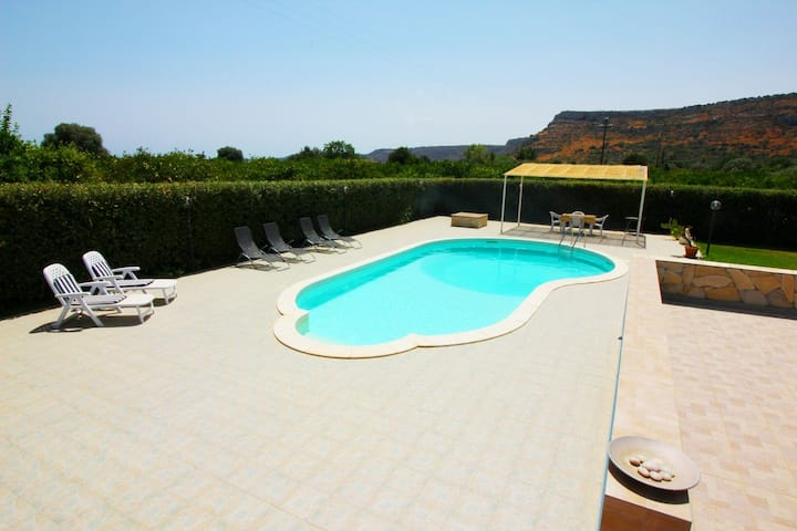 Serene Villa in Floridia with Swimming Pool