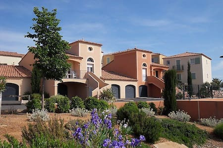 Sunny South of France Golf Villa overlooking Pool. - Béziers - Villa