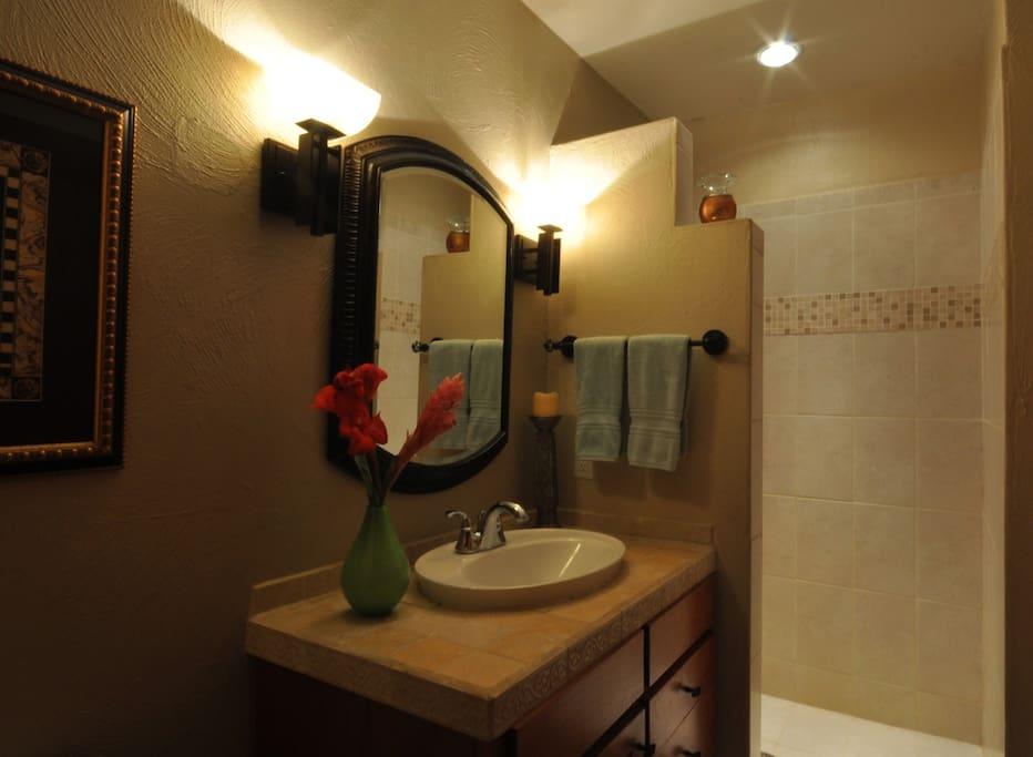Powder room/2nd bathroom