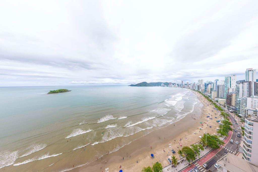 Vista para mais da metade da praia de Balneário Camboriú