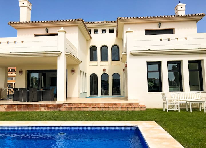 Deluxe Villa Perfect for Family and Group Holidays