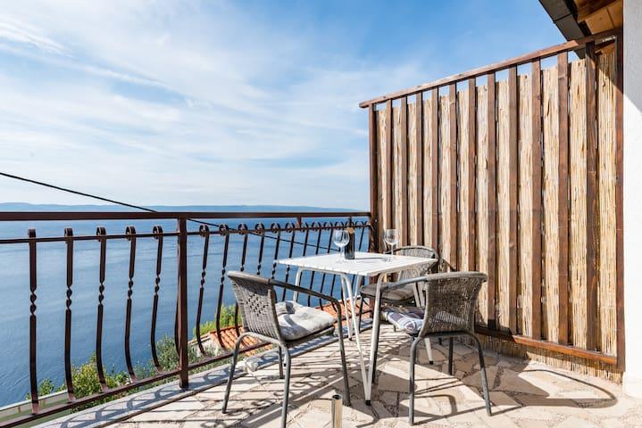 Cozy, family friendly apt with superb sea view - Pisak - Apartment