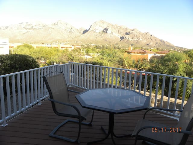 Heart of Oro Valley, View with many Amenities