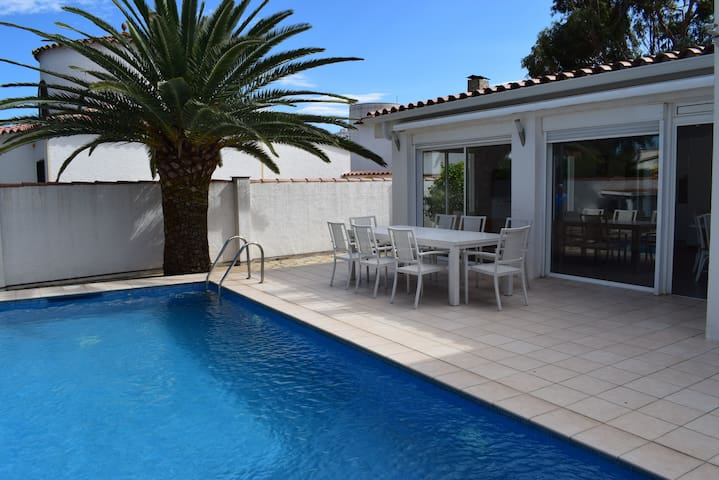 Beautiful house with private pool and close to downtown-333