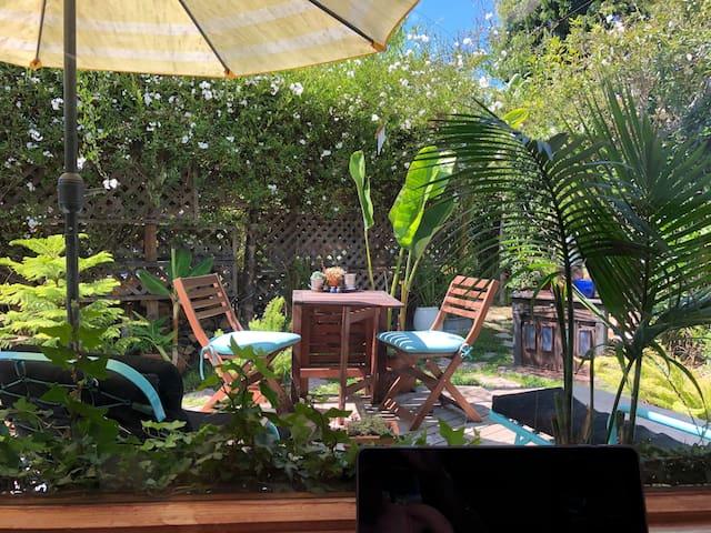 Sunny Venice Studio and Backyard Oasis