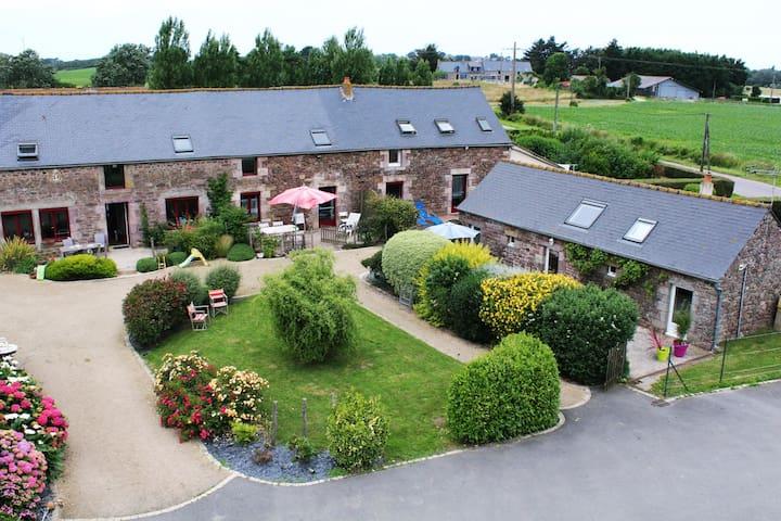 """Gîte """"La cabane à bois"""" à 1.5km de la mer - Fréhel - Hus"""