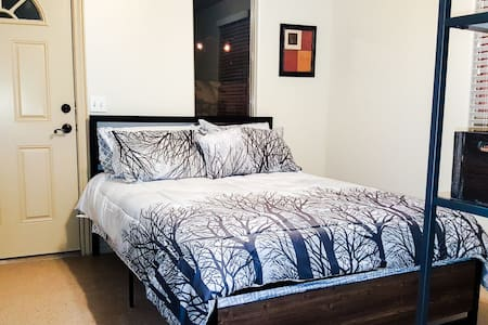 Cozy Private Room with no fees & 7+Days discounts