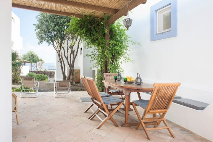 Ondina.Lovely house with private access to the sea