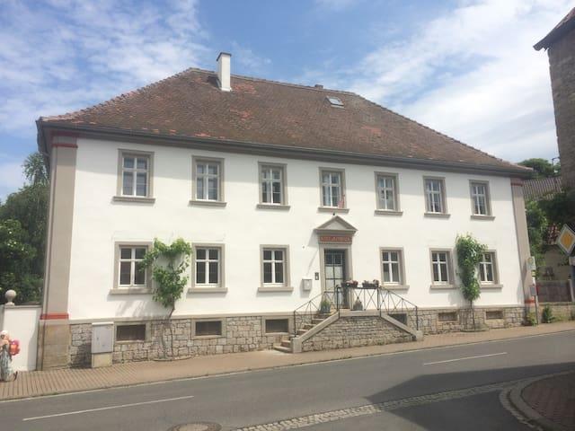 """SCHUL & RATHHAUS Obervolkach """"Rathswohung"""" 1"""